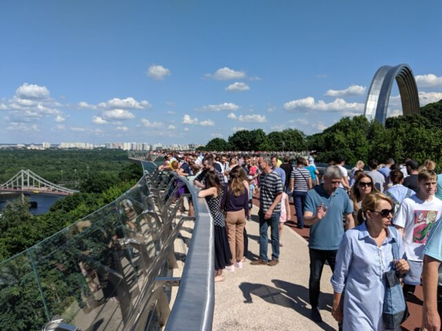 Kyiv Pedestrian Bridge & Friendship Arch